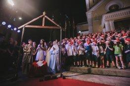 Coral e apresentação teatral marcaram a abertura do Natal na Capital