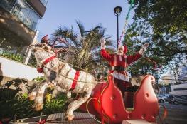 Papai Noel chega ao Centro de Florianópolis para sessão de fotos