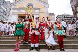 Abertura do Natal em Florianópolis teve a chegada do Papai Noel e o acendimento das luzes