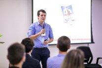 Encontro com Moacir Marafon reúne dezenas de jovens na CDL de Florianópolis