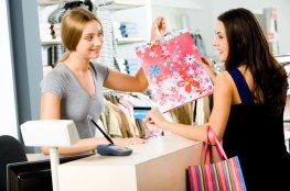 Confiança do Consumidor registra 49 pontos em fevereiro, apontam CNDL/SPC Brasil
